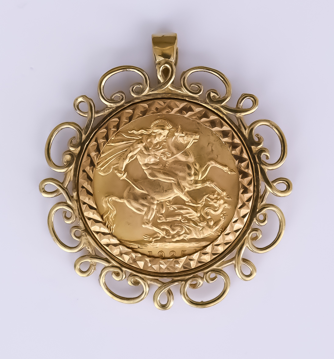 A George V 1925 Sovereign in fancy 9ct gold mount, gross weight 12.3g