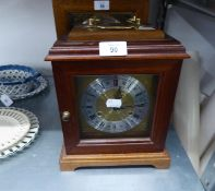 A MODERN MAHOGANY BRACKET CLOCK WITH STRIKING MOVEMENT, SQUARE BRASS AND SILVERED DIAL, BRASS