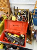 A BLUE METAL CANTILEVER TOOL BOX; STANLEY MANUAL DRILL AND OTHER CONTENTS, PLUS A QUANTITY OF