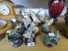 A SET OF 14 ?ANDY PEARCE? SCULPTURED RESIN MODELS OF GARDEN BIRDS, ON CIRCULAR WOODEN BASES, 4? HIGH