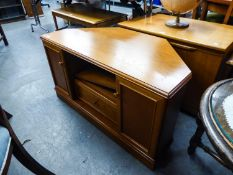 A TEAK STAG CORNER TV UNIT, HAVING TWO SLIDING DOORS TO REVEAL DRAWER AND SHELF (54cm high x 100cm