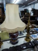 *MODERN GILT BRASS CLASSICAL VASE SHAPE TABLE LAMP WITH KNOP COLUMN AND STEPPED CIRCULAR FOOT, (19