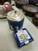 WEDGWOOD PRE-WAR BLUE AND WHITE JASPERWARE BISCUIT BARREL, DESIGN OF CLASSICAL FIGURES AND HAVING