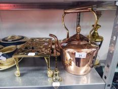 A COPPER KETTLE, BRASS HEARTH KETTLE STAND, A COPPER TRAY AND A BRASS TOASTING FORK (4)