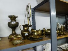 BRASS WARES VARIOUS TO INCLUDE; A SET OF BALANCE SCALES AND WEIGHTS, OIL LAMP, GOBLETS, CUPS, JUG,