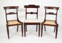 PAIR OF EARLY NINETEENTH CENTURY CARVED BEECH SINGLE DINING CHAIRS, GRAIN PAINTED AS ROSEWOOD,