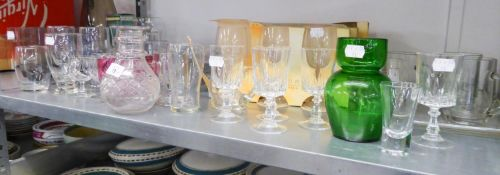 QUANTITY OF MISC DRINKING GLASSES TO INCLUDE FOUR GLASS CUSTARD CUPS, THREE RED DITTO, STEM