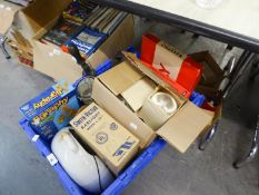 MIXED LOT - TO INCLUDE VARIOUS BOARD GAMES, POLAROID CAMERA, TWO SETS OF BATHROOM SCALES, LARGE