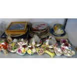 A SELECTION OF COLLECTORS PLATES TO INCLUDE; COMMEMORATIVE PLATES, FLORAL POSY ORNAMENTS ETC....