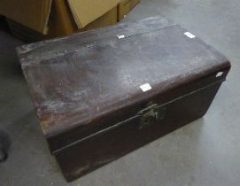 EARLY TWENTIETH CENTURY MAHOGANY BOX, IN THE STYLE OF A TIN TRUNK, WITH ROUNDED FRONT EDGE AND