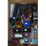 COLLECTION OF COSTUME JEWELLERY INCLUDING; BOXED PAST TIMES SILVER CAT PIN, THREE BOXED BROOKS AND