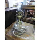 AN EDWARDIAN BRASS OIL LAMP (MINUS SHADE), ALSO A BRASS CANTED OBLONG SNUFF BOX WITH INDISTINCTLY