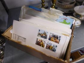 A COLLECTION OF FIRST DAY COVERS, APPROX 125
