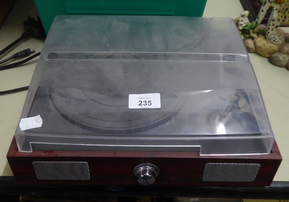 A SINGLE RECORD TURNTABLE WITH USB RECORDING