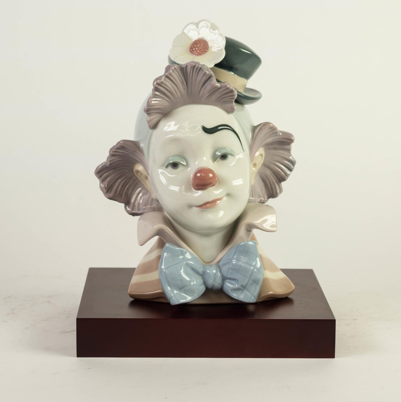 MODERN LLADRO PORCELAIN CLOWN?S HEAD, 5610, 8 ½? (21.6cm) high, on wood effect oblong base,
