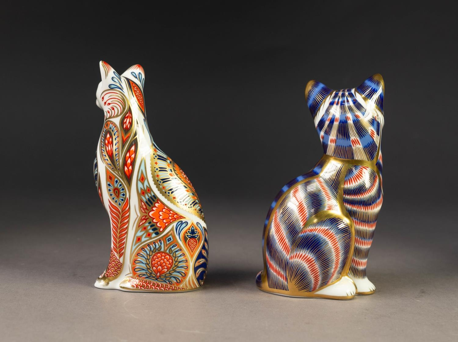TWO MODERN ROYAL CROWN DERBY IMARI CHINA PAPERWEIGHTS OF CATS, both with gilt stoppers, printed - Image 2 of 3
