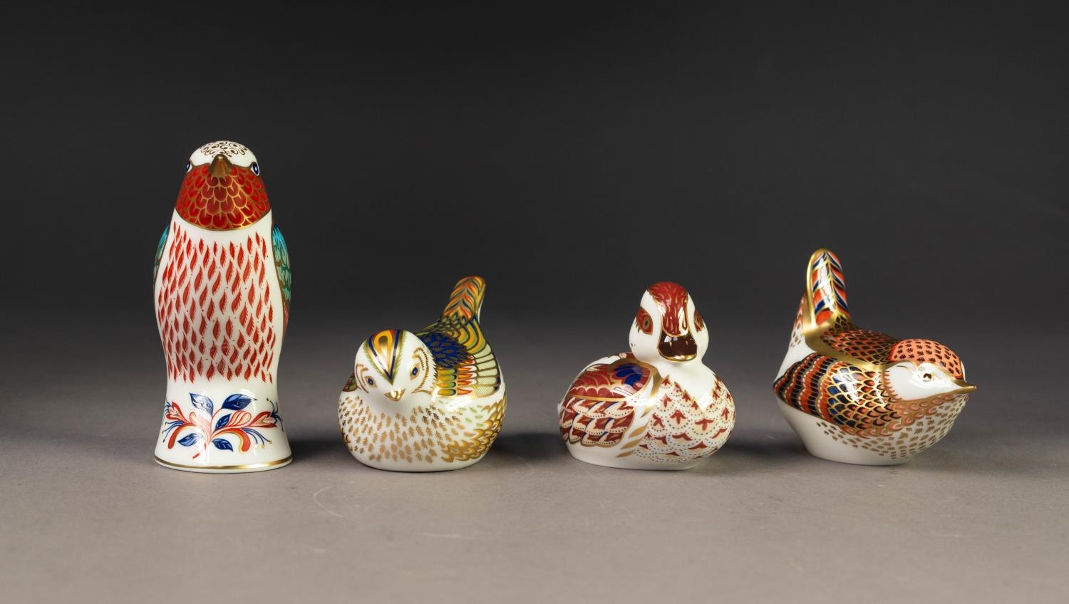 FOUR MODERN ROYAL CROWN DERBY IMARI CHINA SMALL PAPERWEIGHTS OF BIRDS, GOLDCREST, gilt stopper,