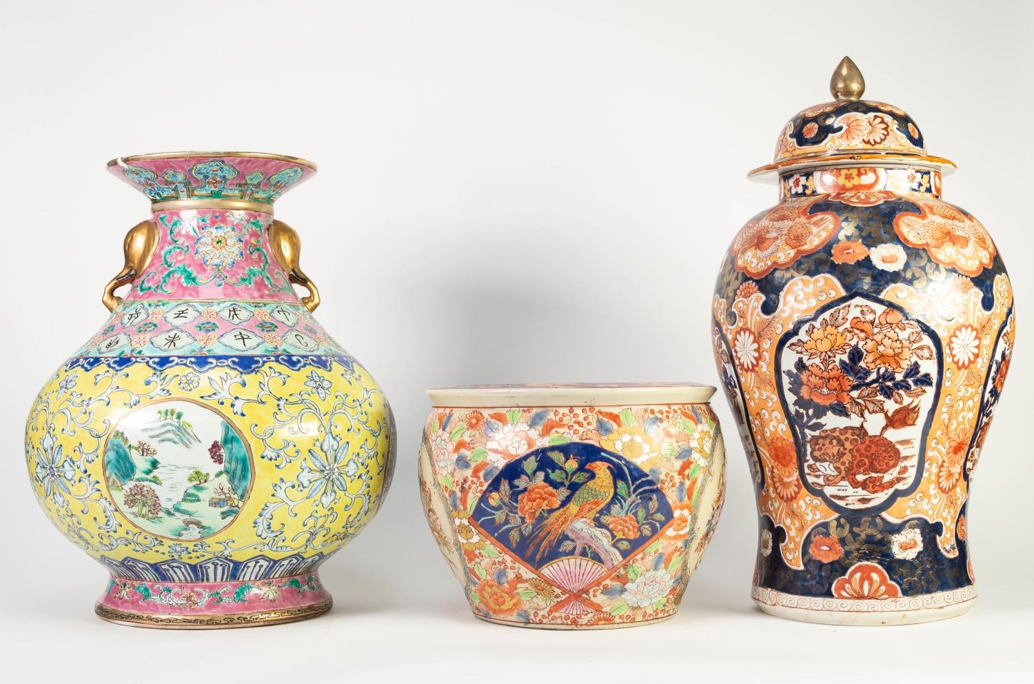 MODERN ORIENTAL JAPANESE IMARI STYLE INVERTED BALUSTER SHAPE JAR WITH COVER; a modern oriental