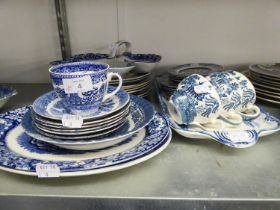 32 PIECES OF TWENTIETH CENTURY BLUE AND WHITE WARES TO INCLUDE; TRI-FOIL DISH, PLATES, TEA CUPS