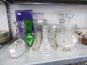 STUART CRYSTAL SMALL GLASS BOWL (BOXED), AN EDINBURGH CRYSTAL GLASS VASE (BOXED) AND OTHER VARIOUS
