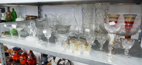 A COLLECTION OF GLASS AND CERAMICS TO INCLUDE; A DECANTER, VASES, PEDESTAL BOWL, FRUIT BOWLS, A