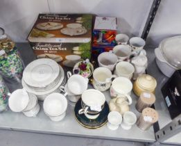 AN EIGHTEEN PIECE TEA SET (BOXED), A CHINESE TEA SET FOR SIX PERSONS (18 PERSON) AND A SELECTION