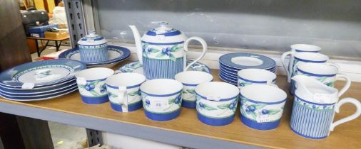 PORTUGUESE ?SPAL? POTTERY ?COTTAGE? PATTERN PART TEA SERVICE, 28 PIECES DECORATED WITH BLUEBERRY