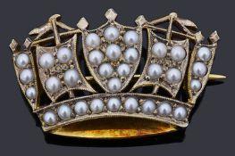 A 9ct gold split pearl Naval crown brooch