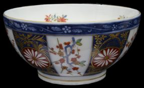 A Worcester style Rich Queens pattern bowl