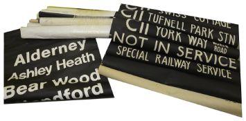 A bundle (9) of destination blinds, including on linen