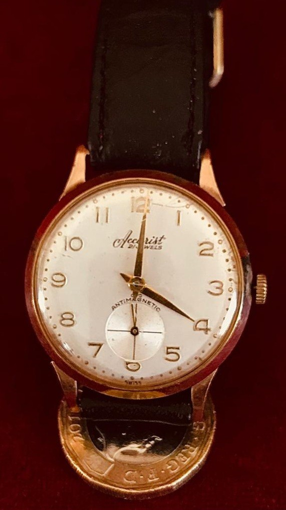 ACCURIST 21-JEWELS GOLD COLOURED WRISTWATCH (PROBABLY 9ct), RETIREMENT INSCRIPTION ON REVERSE FROM