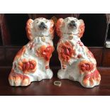GOOD PAIR OF POTTERY DRESSER DOGS, APPROXIMATELY 19.5cm HIGH