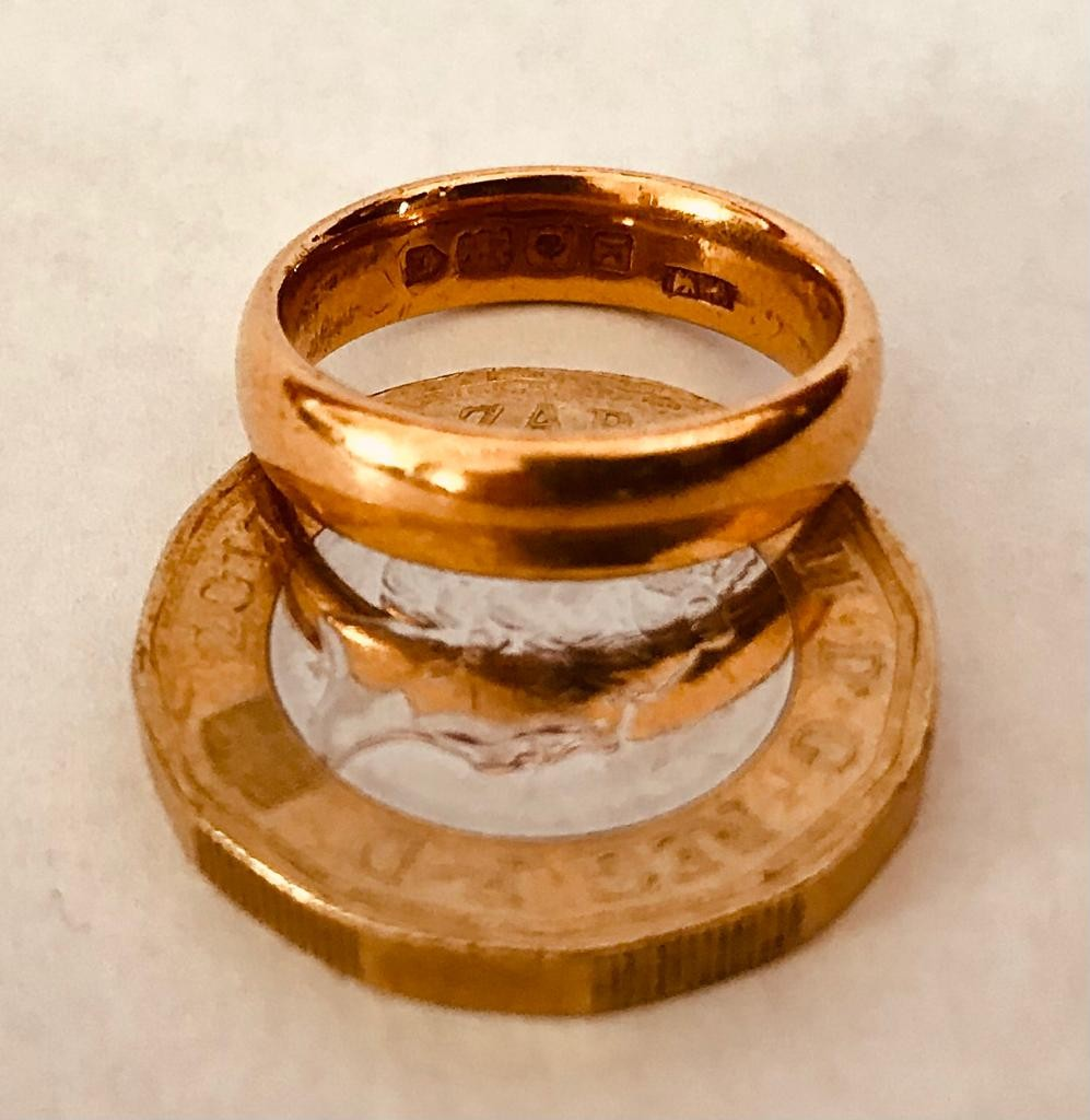 22ct GOLD WEDDING BAND, WEIGHT APPROXIMATELY 6.7g