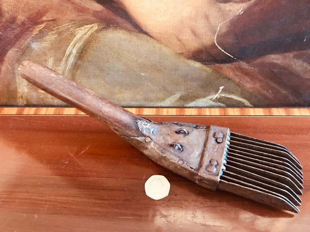 EARLY 19th CENTURY WOODEN HANDLED AND IRON WOOL COMB