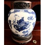 A GLOBULAR FORM ORIENTAL BLUE AND WHITE STORAGE JAR, 19th CENTURY, CIRCLE MARK TO BASE, WITH STAND