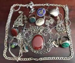 APPROXIMATELY TWENTY PIECES OF SILVER AND WHITE METAL JEWELLERY INCLUDING 925 HEAVY CHAIN, LOCKET,