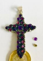 UNHALLMARKED SILVER AND AMETHYST CROSS, APPROXIMATELY 6cm LONG