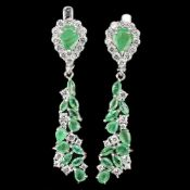 A pair of 925 silver drop earrings set with emeralds and white stones, L. 4cm.