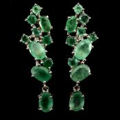 A pair of 925 silver emerald set drop earrings, L. 3cm.