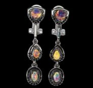 A pair of 925 silver drop earrings set with opals and black spinels, L. 4cm.