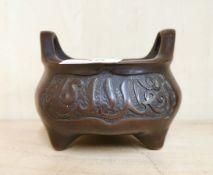 A Chinese bronze censer, W. 13cm, H. 9.5cm.