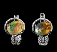 A pair of 925 silver earrings set with oval cut opal and white stones, L. 1.5cm.