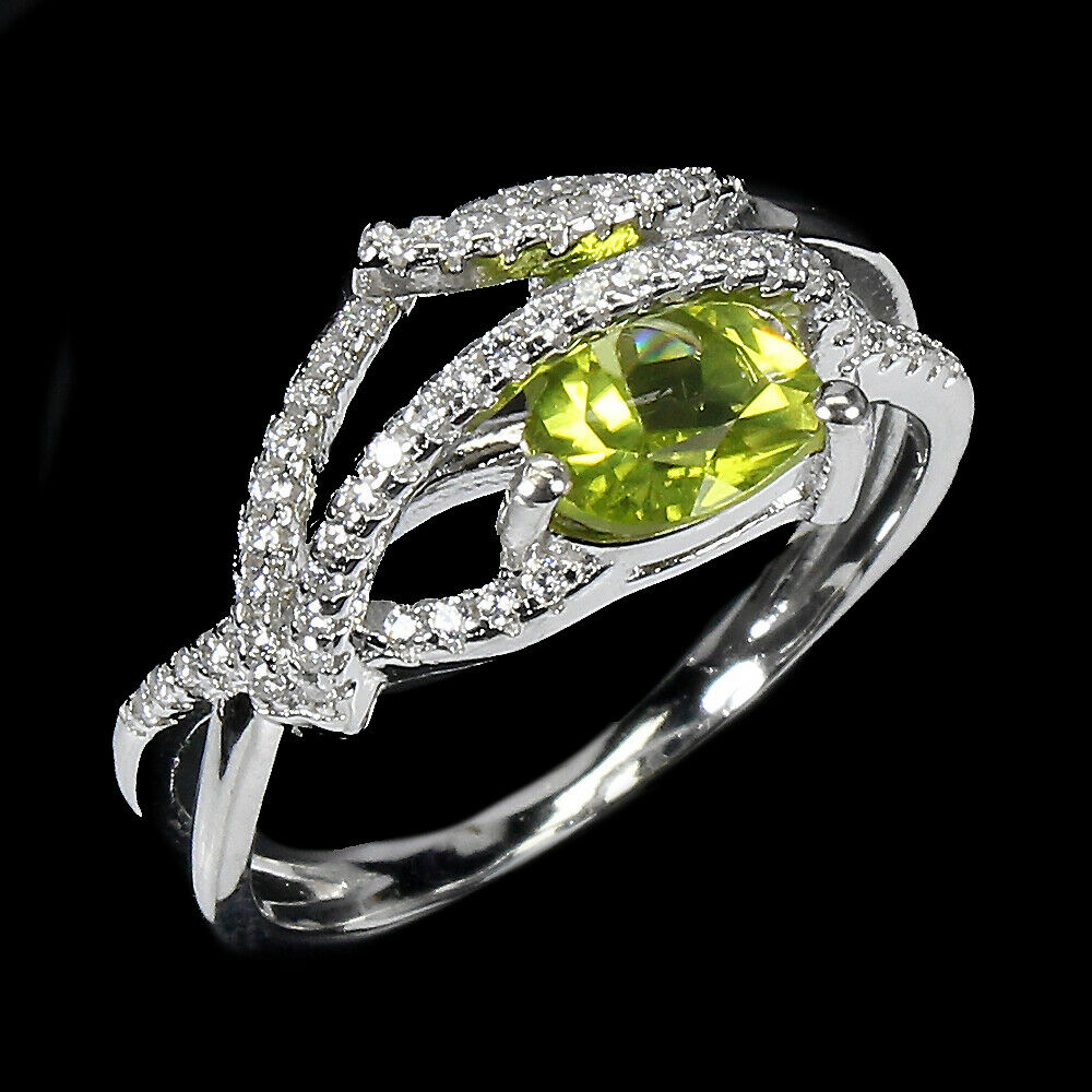 A 925 siver ring set with a trillion cut peridot and white stones, (R). - Image 2 of 2
