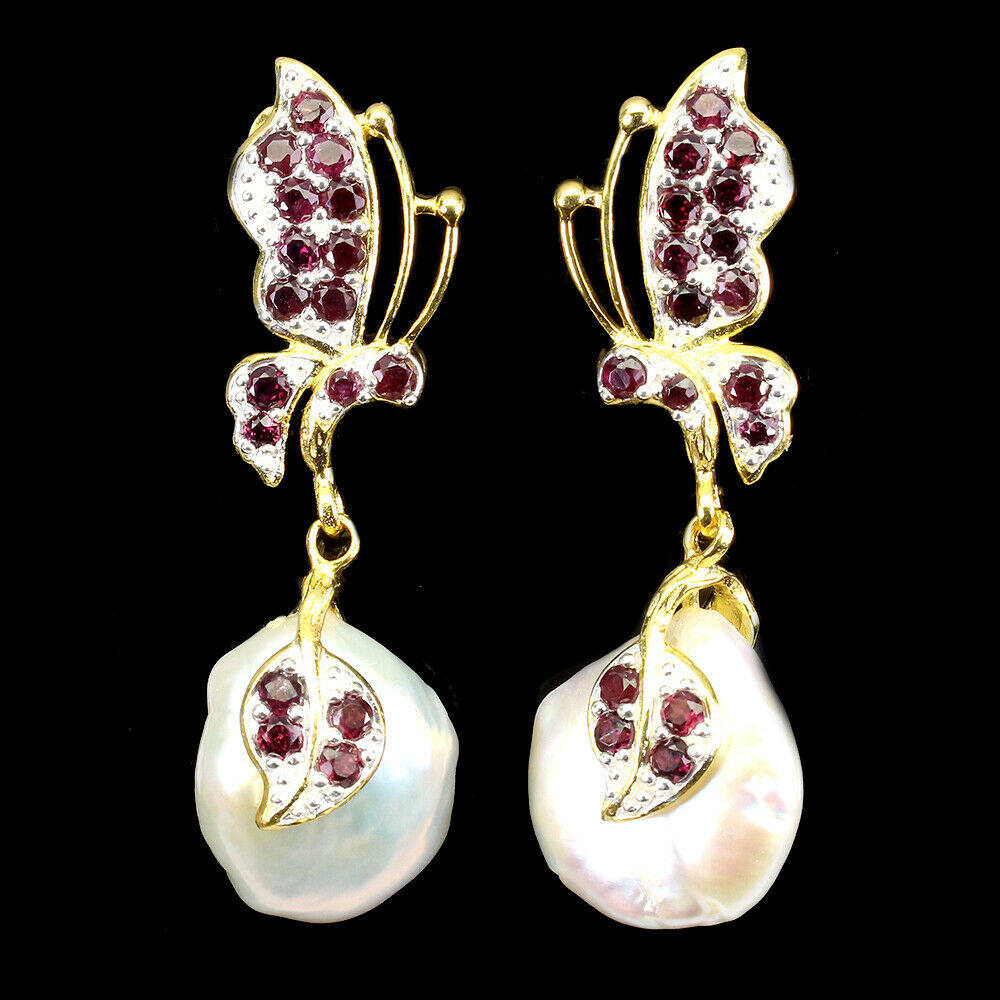 A pair of 925 silver butterfly shaped drop earrings set with garnets and baroque pearls, L. 4.5cm.