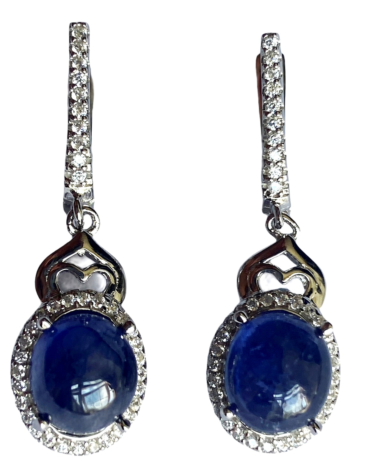 A pair of 925 silver drop earrings set with cabochon cut sapphires and white stones, L. 3.1cm.
