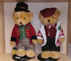 Two Danbury mint collectors teddy bears for Christmas 2017 and 2018, H. 44cm.