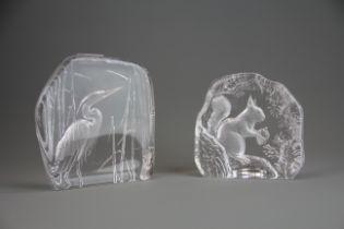 Two Scandinavian glass sculptures of a crane and squirrel by Matt Johansen, H. 18.5cm. H. 15.5cm.