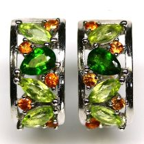 A pair of 925 silver earrings set with peridots, chrome diopsides and citrines, L. 1.5cm.