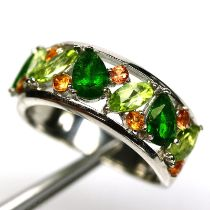 A matching 925 silver ring set with peridots, chrome diopsides and citrines, (O).
