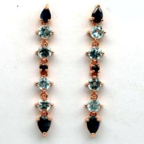 A pair of 925 silver rose gold gilt drop earrigs set with blue topaz and sapphires, L. 5cm.